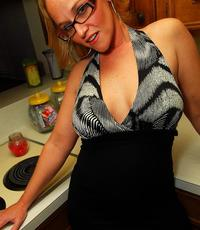 Kitchen slut. Libidinous housewife uses fruits and veggies while hubby is at work.