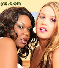 Roxys interracial female fisting party. Roxy and TIerra do a
