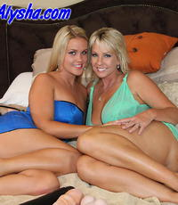 Alysha stretching roxy. Naughty Alysha gives Roxy Raye a appealing booty stretching.