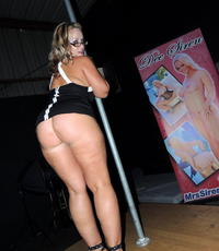 Live sex show. Slut Dee performs live on stage in front of an audience.